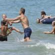 Francesco Totti gioca e coccola i figli Cristian e Chanel in spiaggia a Sabaudia 8