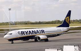 Volo in ritardo, Ryanair risarcisce due turisti con 3mila euro