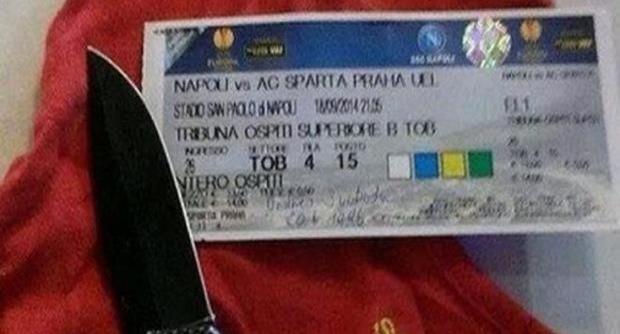 Napoli-Sparta Praga, tifoso ceco posta su Fb foto con coltello e biglietto: Daspo