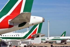 """Fiumicino, 12 ore di ritardo sul volo per Catania. Alitalia: """"Causa maltempo"""""""