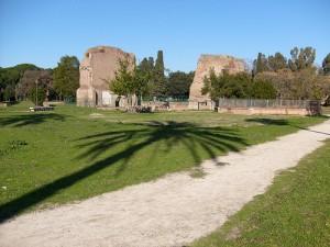 Roma, Colle Oppio è zona proibita: siringhe usate e rifiuti vicino ai giochi