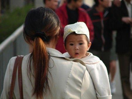 Cina: boom parti cesarei per mandare i figli a scuola prima. Rischio prematuri