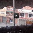 Guarda film porno a tutto volume: vicini chiamano la polizia (VIDEO)