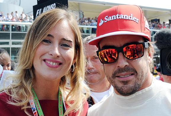 Maria Elena Boschi ai box Ferrari con Fernando Alonso (foto)