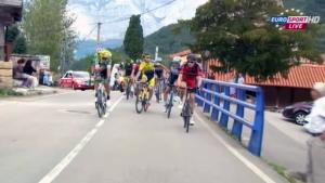 Ciclismo, rissa tra tra Rovny e Brambilla: Vuelta diventa un ring (VIDEO)