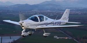 Pavia, aereo ultraleggero precipita: muoiono il pilota e uno spettatore