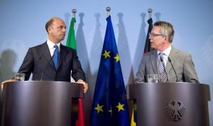 """Immigrazione, Alfano: """"Germania sostiene Frontex Plus"""". Grillo: """"Tbc no grazie"""""""