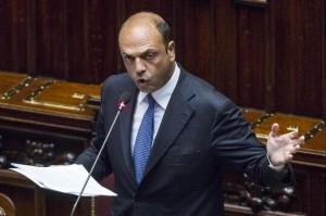 """Isis, Alfano: """"48 combattenti legati all'Italia. Allerta elevatissima"""""""