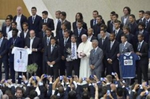 """Alfio """"Coco"""" Basile cacciò Papa Francesco dallo spogliatoio del San Lorenzo"""
