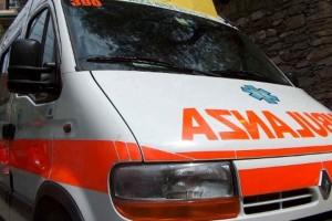 Incidente a Trasacco, donna esce seminuda da auto e aggredisce soccorritori