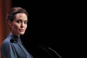 """Angelina Jolie pronta a dirigere un nuovo film: """"Africa"""""""