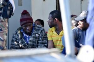 A Porto Empedocle sbarcano 500 profughi: tra loro 49 donne e 59 minori
