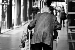 Bologna, anziano investito e ucciso. Ma è giallo: forse è caduto da solo