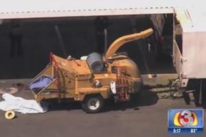 Usa: inciampa, cade nel taglialegna automatico e muore decapitato