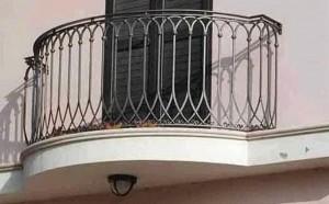Giugliano, gettano acido dal balcone: ustionato un bimbo di 8 anni