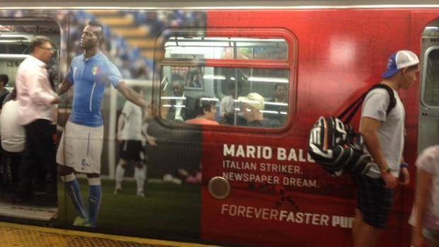 """Balotelli sulla metro di NY: """"Malvagio? No, Salvatore"""". La pubblicità della Puma"""