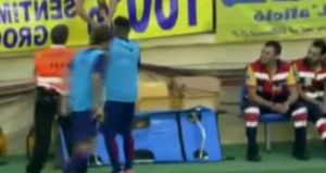 Neymar firma autografo durante riscaldamento: il Barcellona lo multa VIDEO
