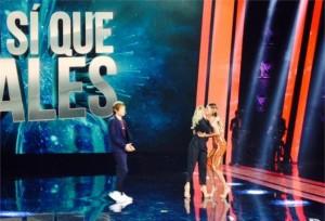 Belen Rodriguez-Emma Marrone: bacio della pace in trasmissione tv (foto)