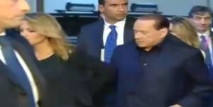 Berlusconi con Francesca Pascale a Milan-Juve, ma lei si divincola... VIDEO