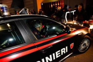 Tirano, per vendicarsi della ex entra nel bar con l'auto. Arrestato