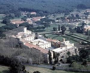 """M5s a Napolitano: """"Cedi tenuta Castel Porziano, spiaggia sia aperta a tutti"""""""