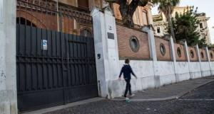 """Roma, bulli al liceo francese Chateaubriand. Accusa: """"L'ambasciata copre"""""""