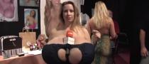 Chelsea Charms ha il seno più grande del mondo: giornalista incredula tasta di persona
