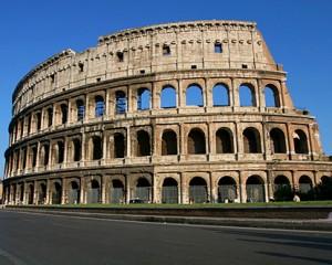Roma, selfie con Colosseo, ma cade: ragazzo in coma