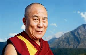 """Dalai Lama: """"Non avrò un successore, vivrò fino a 113 anni"""""""
