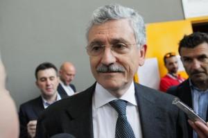 """Direzione Pd, D'Alema a Renzi: """"Oratoria fascinosa ma fai troppi spot"""""""