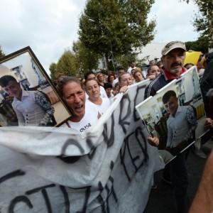 """Davide Bifolco, in 200 in strada per il ragazzo ucciso: """"Lo Stato ci uccide"""""""