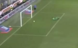 Parma-Milan, clamorosa papera di Diego Lopez (VIDEO)