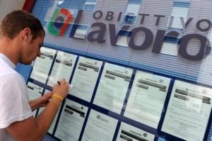 Ocse, disoccupazione aumenta ancora: 12,9%. Un giovane su due senza lavoro