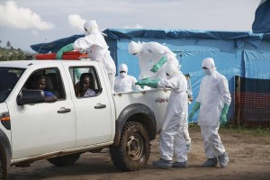 Ebola, Guinea: 7 volontari assassinati a colpi machete