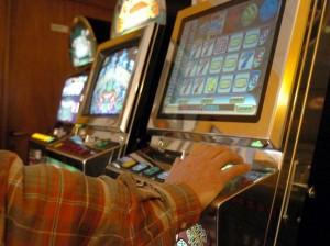 Dalmine, bar toglie slot machine? Pagherà meno tasse