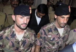 """Marò: Latorre in Italia per 4 mesi, l'India vuole """"garanzia scritta"""" di rientro"""