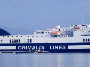 Corfù, traghetto Europalink urta scogli: forse manovra sbagliata
