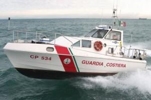 Capo Feto, affonda peschereccio con 5 persone a bordo: un morto