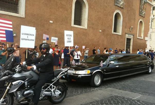 """House Of Lords, corteo """"presidenziale"""" a Roma per promuovere la seconda stagione"""