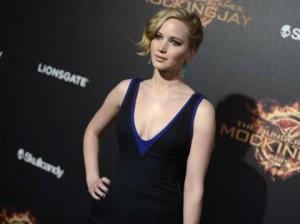 Foto Jennifer Lawrence, sito porno rifiuta di eliminarle. Questione di copyright