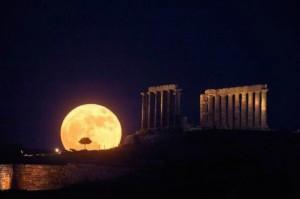 Luna grande e brillante in cielo lunedì 8. Tornerà nel 2016