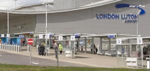 Londra, aeroporto di Luton sfollato per pacco sospetto
