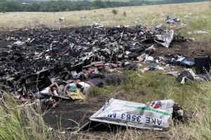 """Ucraina, aereo Malaysia. Rapporto: """"Abbattuto da proiettili, esploso in volo"""""""