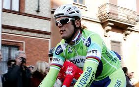 Mario Cipollini e un gruppo di ciclisti travolti da auto vicino Camaiore