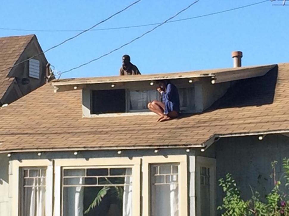 Melora Rivera trova un pazzo in casa e scappa sul tetto FOTO