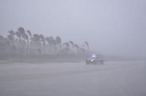 Messico, uragano Odile ha toccato terra: turisti e residenti ospitati VIDEO