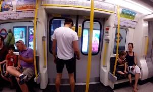 James Heptonstall: l'uomo che corre veloce come la metro di Londra (video)