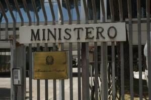 """Statali: ministeri chiuderanno 2 ore prima per risparmiare. Coprifuoco"""" alle 18"""