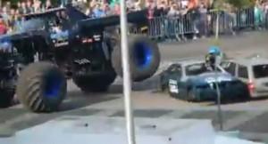 Monster truck travolge spettatori: 3 morti e 15 feriti VIDEO