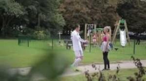 Finto Cristiano Ronaldo bacia le ragazze per strada (VIDEO)